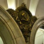 Simbología comunista en el metro de Moscú