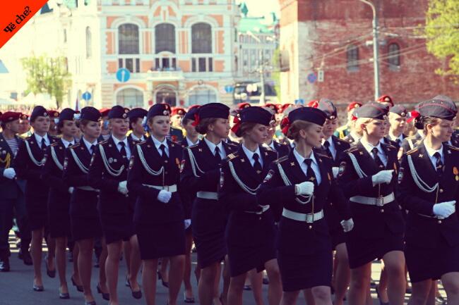 Día de la Victoria   Mujeres policía marchando